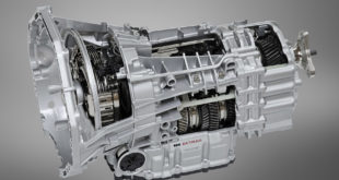 The new BMW M5, M Double Clutch Transmission with Drivelogic. (09/2011)